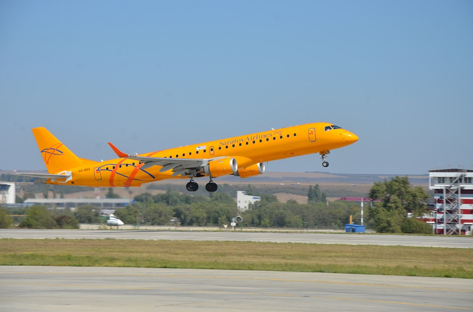 Saratov airlines embraer 190